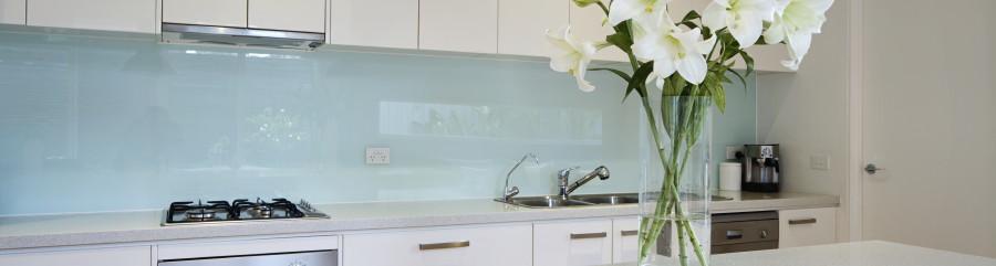 Glass splashback Kitchen Bundall