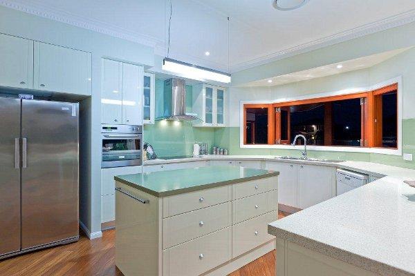 glass backsplash kitchen Benowa